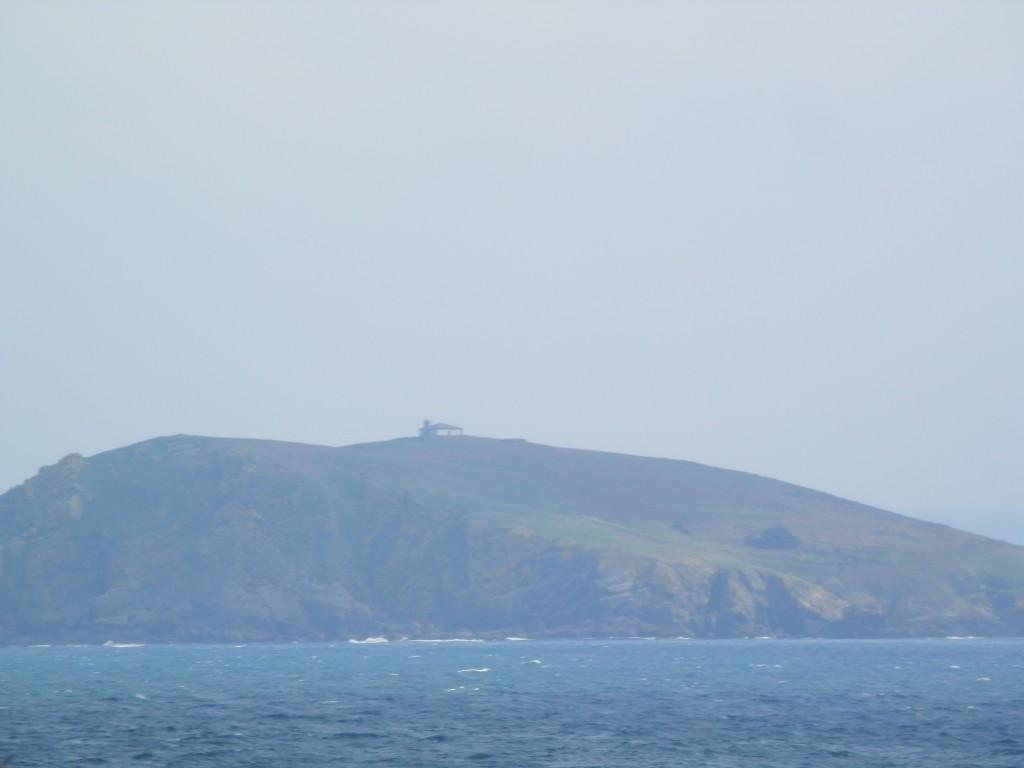 El Faro de Illa Coelleira desde el Puerto de Bares